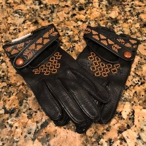 NWOT Ugg size small black leather gloves